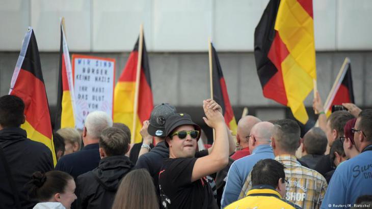 مظاهرة لليمين المتطرف في مركز مدينة كيمنتس - ألمانيا.  Foto: Reuters/M. Rietschel