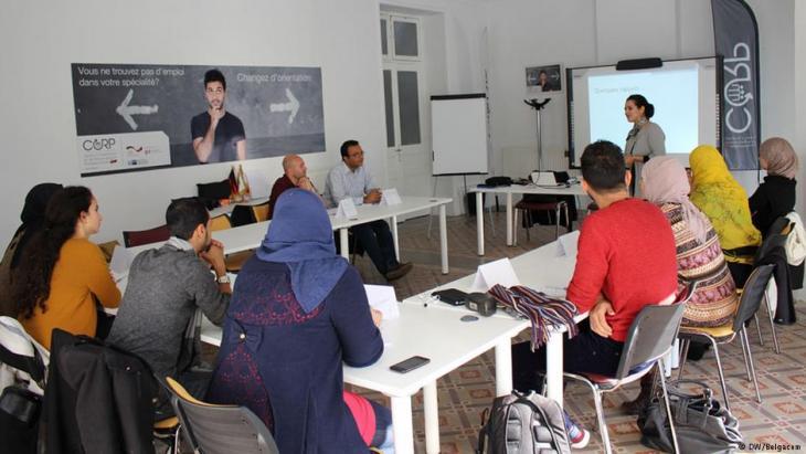 برنامج لتعليم الشباب في تونس.  Foto: DW