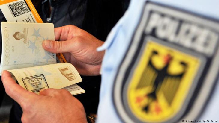 تعتمد إمكانية سفر طالبي اللجوء واللاجئين في ألمانيا على وضعهم القانوني.