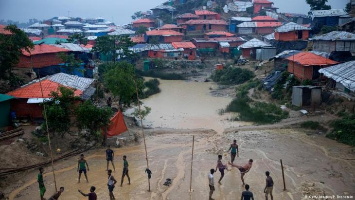 الأمطار الموسمية تضرب مخيمات اللاجئين الروهينجيا في بنغلاديش - أغسطس / آب 2018.   (photo: Getty Images/P. Bronstein)