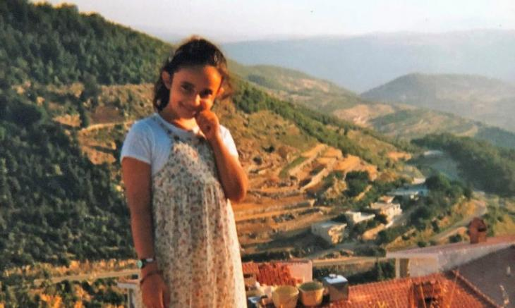هدى وهي طفلة في بلدة عائلتها في سوريا. (photo: private)