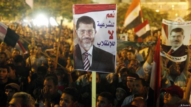 آلاف من أنصار الرئيس المصري المنتخب المعزول محمد مرسي وهم معتصمون في منطقة رابعة العدوية وميدان النهضة بالقاهرة.