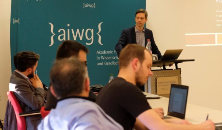 البروفيسور بكيم آغاي مدير الأكاديمية الألمانية للإسلام في الأبحاث والمجتمع - عام 2018 في منتدى لطلاب الدكتوراه.  Foto: Dilruba Kam