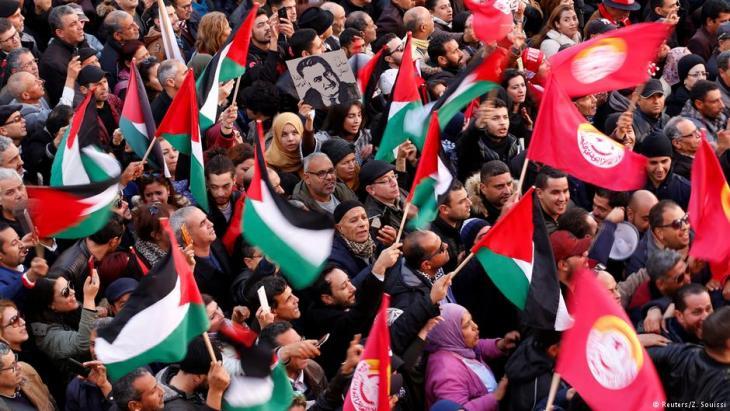 متظاهرون خلال إضراب عام استمر يومين في تونس العاصمة في 17 يناير / كانون الثاني 2019.  Foto: Reuters