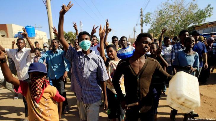 احتجاجات في الخرطوم - عاصمة السودان - ضد البشير. Foto: Reuters