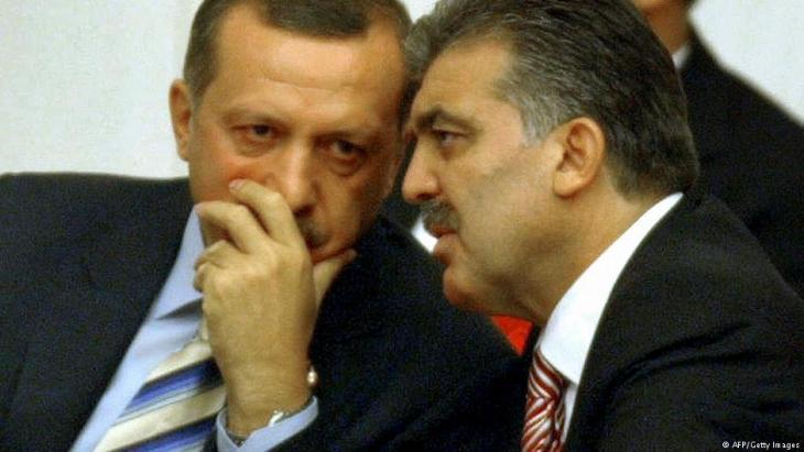 الرئيس التركي السابق عبد الله غول والرئيس التركي الحالي رجب طيب إردوغان.