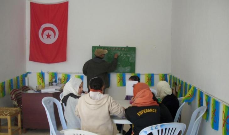 """ـ جمعية """"أزرو"""" للثقافة الأمازيغية فتحت عام 2012 أبوابها في منطقة """"الزراوة"""" لمن يودون تعلم كتابة اللغة الأمازيغية مجاناً. الصورة: azrou_facebook"""