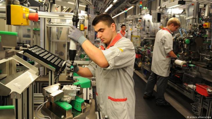 سوق عمل اللاجئين في برلين - البدء بوظائف متدنية متاحة...خطوة أولى لدخول حياة ألمانيا المهنية
