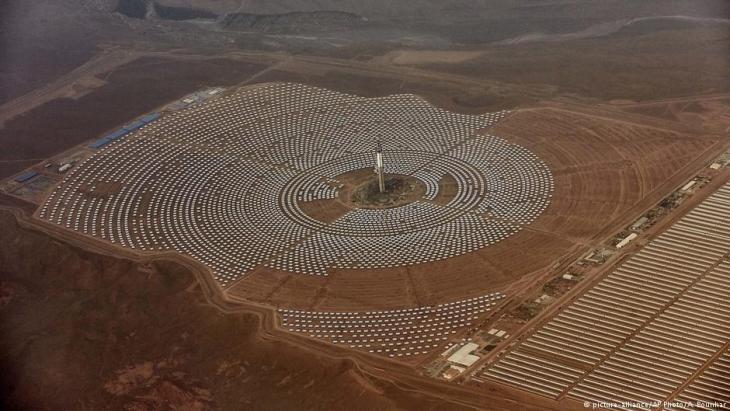 محطة نور للطاقة الشمسية في المغرب مشروع رائد يحول شمس الصحراء إلى كهرباء رخيصة.