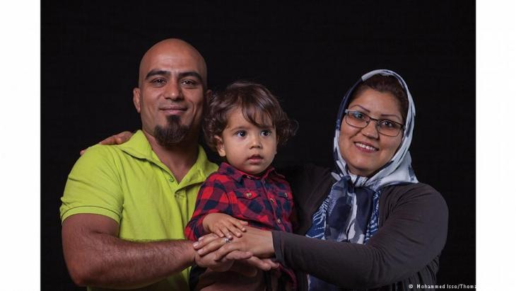معرض صور- قصة 32 مهاجرا