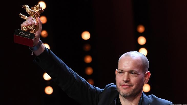 """فاز فيلم """"سينونمس"""" للمخرج الإسرائيلي ناداف لابيد بجائزة الدب الذهبي في مهرجان برلين السينمائي يوم السبت 16 / 02 / 2019."""