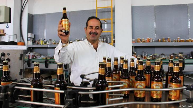 نديم خوري مؤسس أول مصنع بيرة، سواء كانت خالية من الكحول أو مع كحول، في الأراضي الفلسطينية. Foto: DW/Jamal Saad
