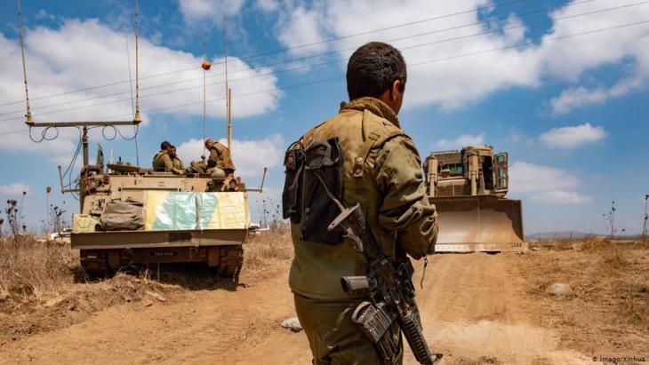 انتصار جديد لإسرائيل على يد ترامب، فالرئيس الأمريكي يمهد للاعتراف الرسمي بالسيادة الإسرائيلية على الجولان المحتل. لماذا يتبع ترامب دوافع سياسة صدامية في ملفات الشرق الأوسط؟ وماذا يملك العرب وسوريا المنهكة للرد عليه؟