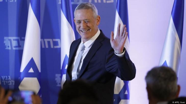 رئيس الأركان الإسرائيلي السابق بيني غانتس في إحدى فعالياته الانتخابية في تل أبيب. Foto: AFP