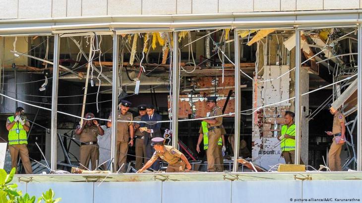 واجهة فندق مدمرة في مدينة كولومبو - سريلانكا. Foto: picture alliance / AA / Chamila Karunarathne