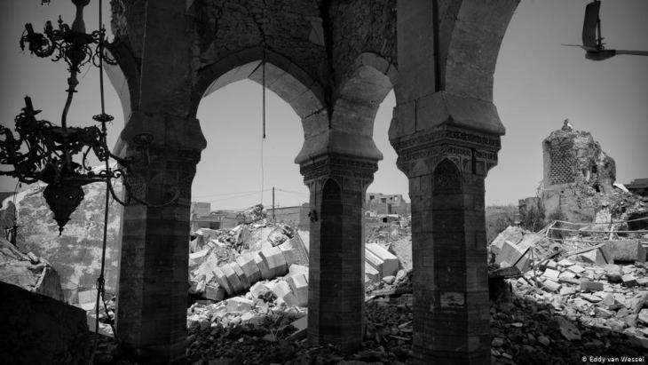 مشهد دمار في الموصل - العراق. (photo: Eddy van Wessel)