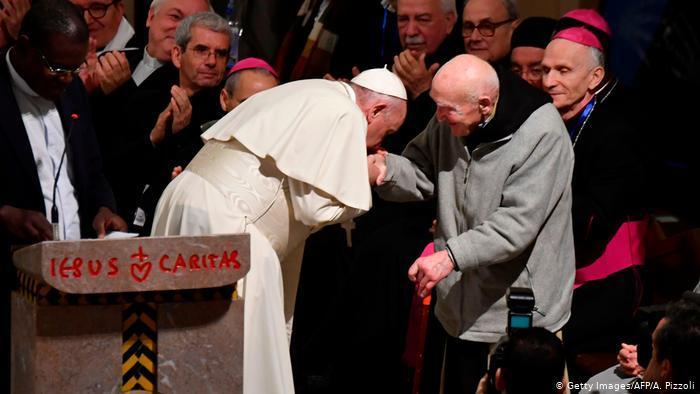الأب جان بيار شوماخر (95 سنة)، وهو الوحيد الذي لا يزال حيا من بين راهبين نجيا من مذبحة تيبحرين بالجزائر