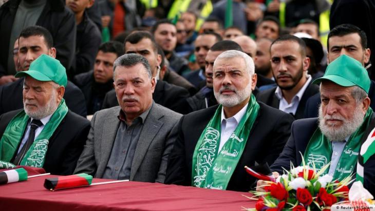زعيم حماس إسماعيل هنية وغيره من كبار مسؤولي حماس في مدينة غزة في 14 ديسمبر 2017. Foto: Reuters/Mohammed Salem