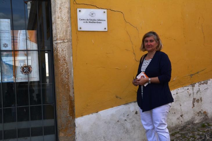 سوزانا مارتينيز أستاذة آثار وتاريخ العصور الوسطى في جامعة إيفورا البرتغالية. (photo: Marta Vidal)
