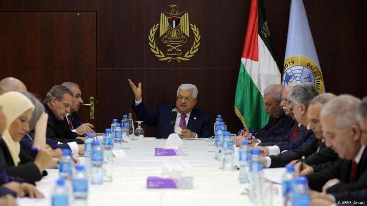 أداء اليمين الدستورية للحكومة الفلسطينية الجديدة في رام الله بتاريخ 13 / 04 / 2014. Foto: F. Arouri/AFP