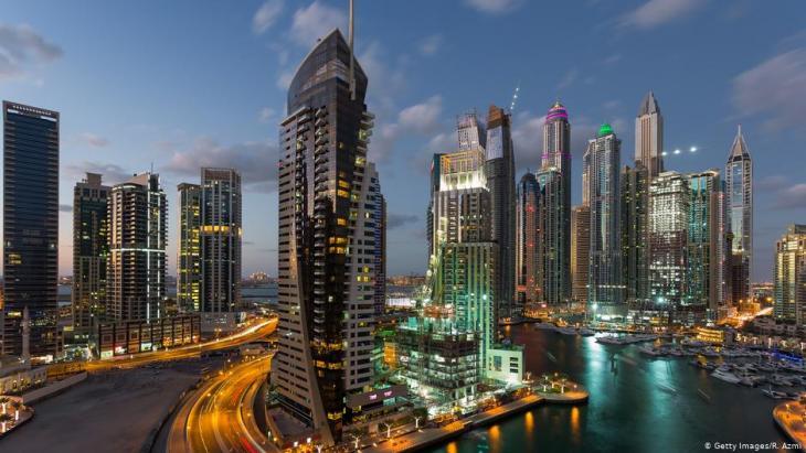 يستثمر مئات من رجال الأعمال الإيرانيون ملايين الدولارات في إمارة دبي