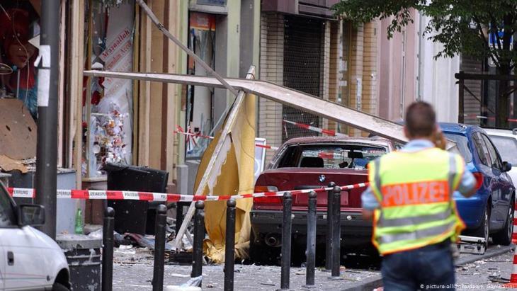 في 9 حزيران/يونيو 2004 بشارع كويب في كولونيا الألمانية - هجوم خلية النازيين الجدد إن إس يو NSU بالقنابل المسمارية، الذي أصيب فيه 22مهاجراً هناك، أربعة منهم في حالة خطيرة. Foto: dpa/picture-alliance