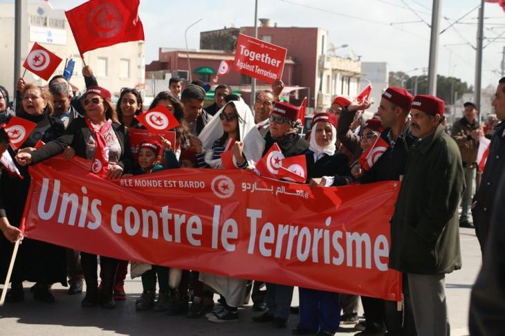 احتجاج نساء ضد الإرهاب بعد الهجمات على متحف باردو الوطني في العاصمة التونسية تونس في 18 مارس / آذار 2015. Foto: © Aya Chebbi