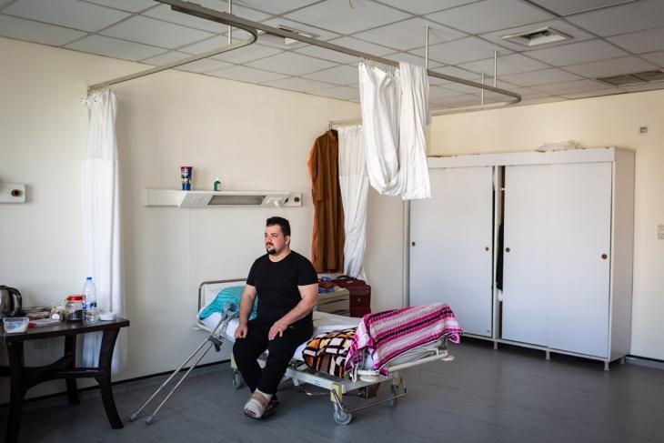 """جريح عراقي في مستشفى """"المواساة"""" في العاصمة الأردنية عمان. Foto: Philipp Breu"""