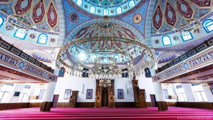 داخل المسجد المركزي بمدينة دريسبورغ - ألمانيا.  ( Foto: picture-alliance/dpa/M. Kusch)