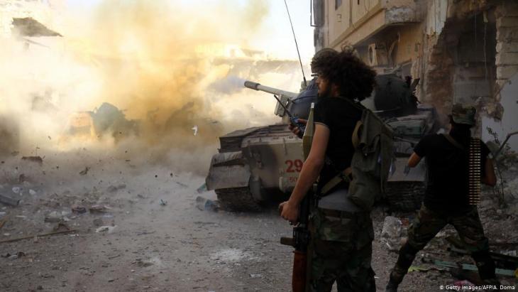 قوات خليفة حفتر تسير في اتجاه طرابلس - ليبيا.  Foto: Getty Images/AFP