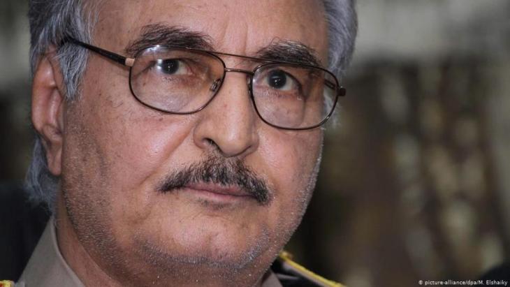 الرجل القوي في شرق ليبيا الجنرال خليفة حفتر. الصورة، بيكتشر أليانس، د.ب.أ