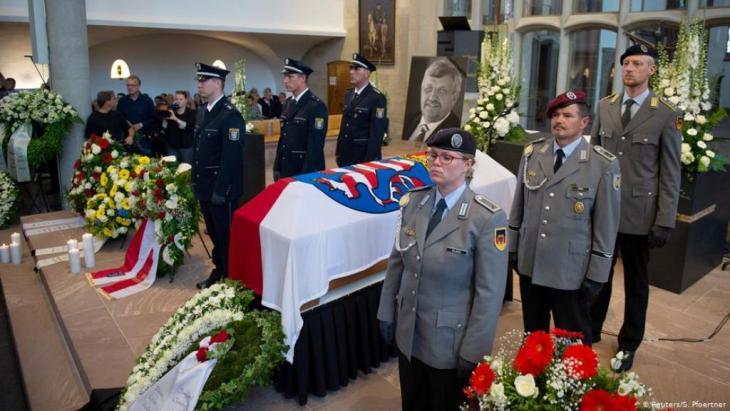 تأبين السياسي الألماني فالتر لوبكه الذي ذهب ضحية اليمين المتطرف. الصورة رويترز