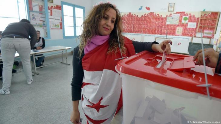 تونس مهد الربيع العربي تحزن على وفاة السبسبي أول رئيس تونسي منتخب بديمقراطية مباشرة وتستعد لانتخابات مبكرة.
