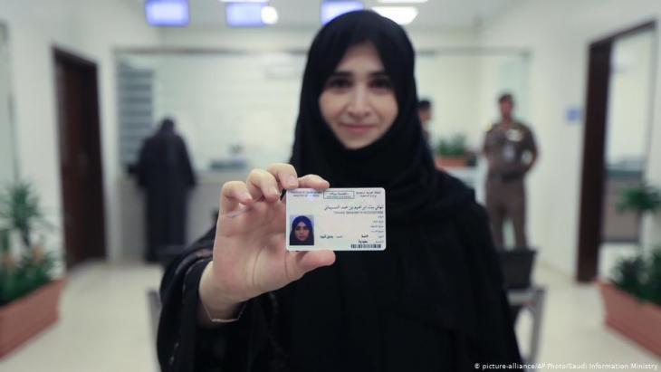 """سماح السعودية للمرأة بالسفر دون شرط موافقة """"ولي الأمر"""" - خطوة تاريخية على طريق تحقيق المساواة"""