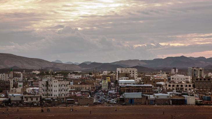 أدّى الازدحام في مأرب إلى نشوء أحياء جديدة أشبه بمدن صغيرة. مدينة مأرب - اليمن. (photo: Ahmed Nagi)