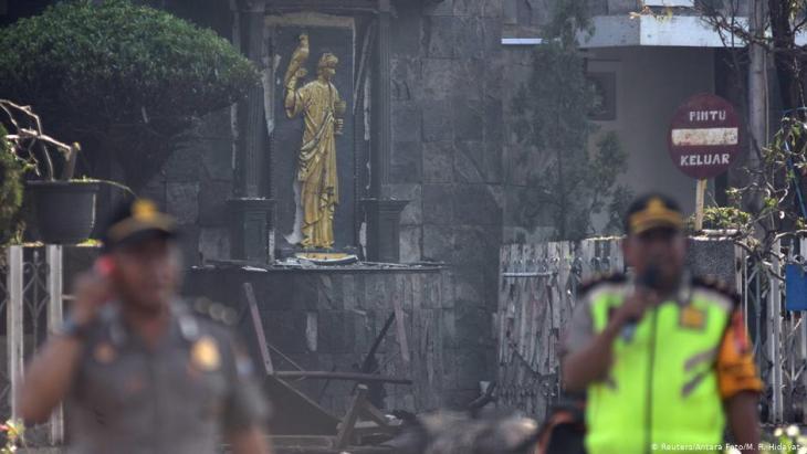 هجوم على كنائس في مدينة سورابايا الإندونيسية في شهر أيار/مايو 2018. Foto: Reuters