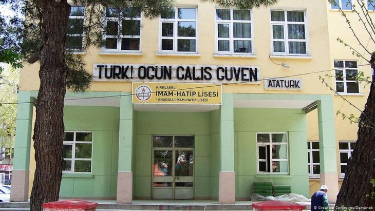 """مدرسة دينية تركية من مدارس اسمها """"إمام خطيب"""". Foto: Creative Commons/Darwinek"""