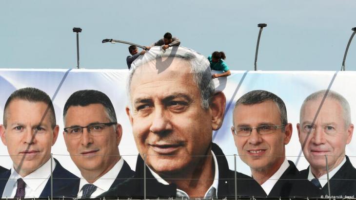 فتحت صناديق الاقتراع في إسرائيل صباح الثلاثاء أبوابها أمام 6,4 مليون ناخب في انتخابات تشريعية بمثابة استفتاء على رئيس الوزراء بنيامين نتانياهو الذي يسعى إلى تمديد فترة ولايته على الرغم من ادعاءات بالفساد ضده.