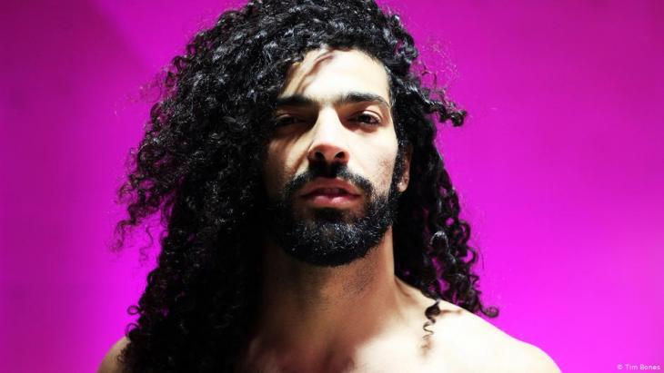 حصل عصام على جائزة فاتسلاف هافيل للمعارضة الخلاقة في العام 2019، وسمي ببطل المجلس الدولي للموسيقى عام 2016.