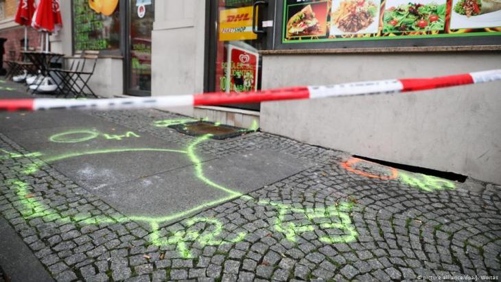 مطعم شاورمة تركية هاجمه شاب متطرف ألماني وأوقع قتيلا - مدينة هاله ، ألمانيا - هجوم شاب متطرف ألماني على كنيس يهودي ومطعم تركي.