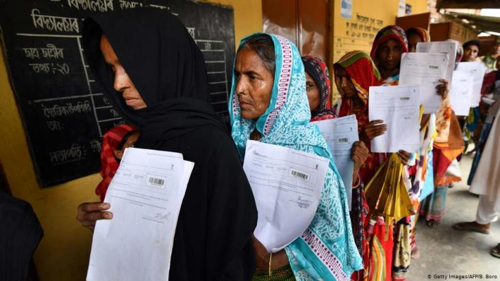 نحو مليوني شخص من المسلمين في ولاية آسام الهندية مهددون بترحيلهم إلى بنغلاديش.   Foto: AFP/Getty Images