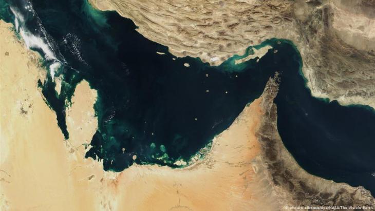 مضيق هرمز في منطقة الخليج - ممر بحري بالغ الأهمية لشحنات النفط. Foto: picture-alliance/dpa/Nasa