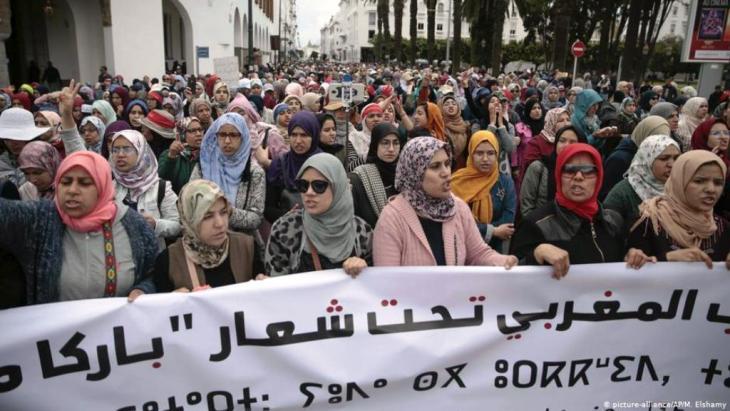 """صورة أرشيفية لمظاهرات بالعاصمة الرباط تنديدا بالأحكام الصادرة بحق نشطاء """"حراك الريف"""" (21 أبريل 2019)."""
