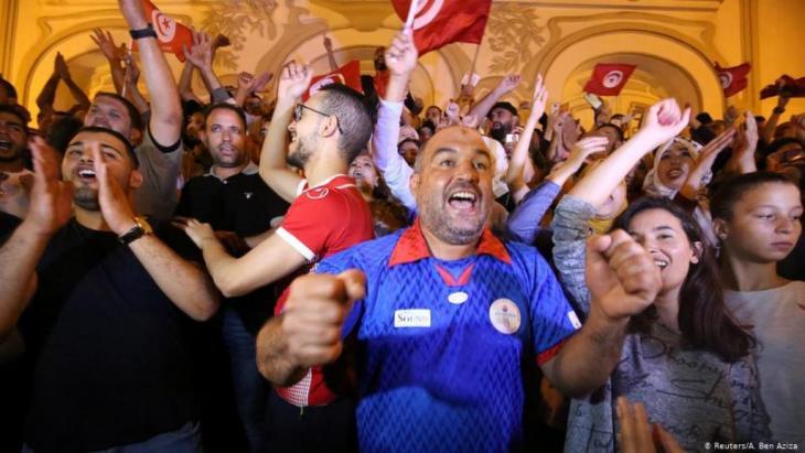 إثر انتخاب الرئيس قيس سعيّد رئيسا للبلاد، انطلقت في تونس مبادرات شبابية وشعبية