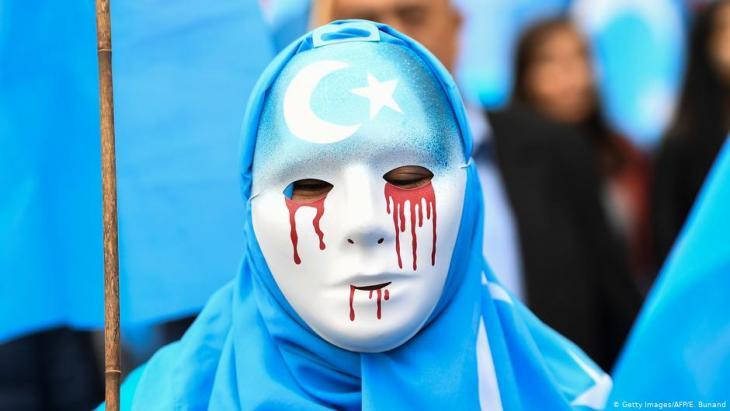 في بلجيكا - من مظاهرة للإيغور المسلمين ضد سياسات الصين.
