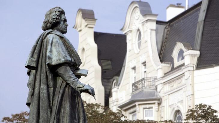تمثال الموسيقار الألماني لودفيغ فان بيتهوفن - مدينة بون - ألمانيا.