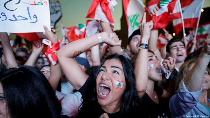 """في لبنان احتجاجات متكررة - التظاهر ضد عدم كفاءة الحكومة، وفسادها وسياسة """"العمل كالمعتاد"""".  Foto: Reuters/A.M.Casares"""
