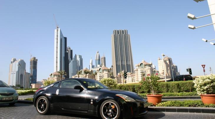 سيارة فاخرة في دبي - رمز لنمط الحياة الاستهلاكي الغربي. (photo: Marian Brehmer)