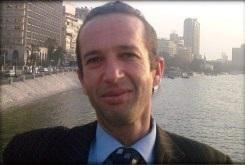 الكاتب الجزائزي إبراهيم مشارة عند نهر النيل - القاهرة - مصر.