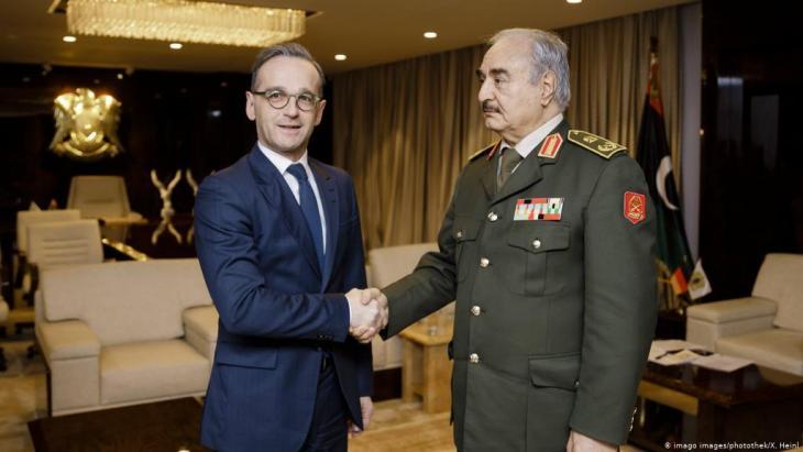 وزير الخارجية الألماني هايكو ماس خلال لقائه مع الجنرال خليفة حفتر في بنغازي. Foto: Imago Images /photothek.net